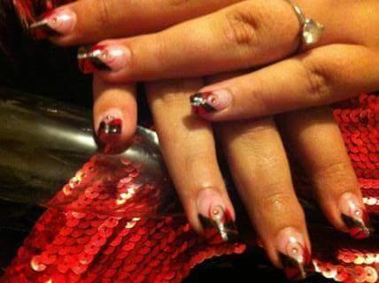 Nail art – En rouge et noir